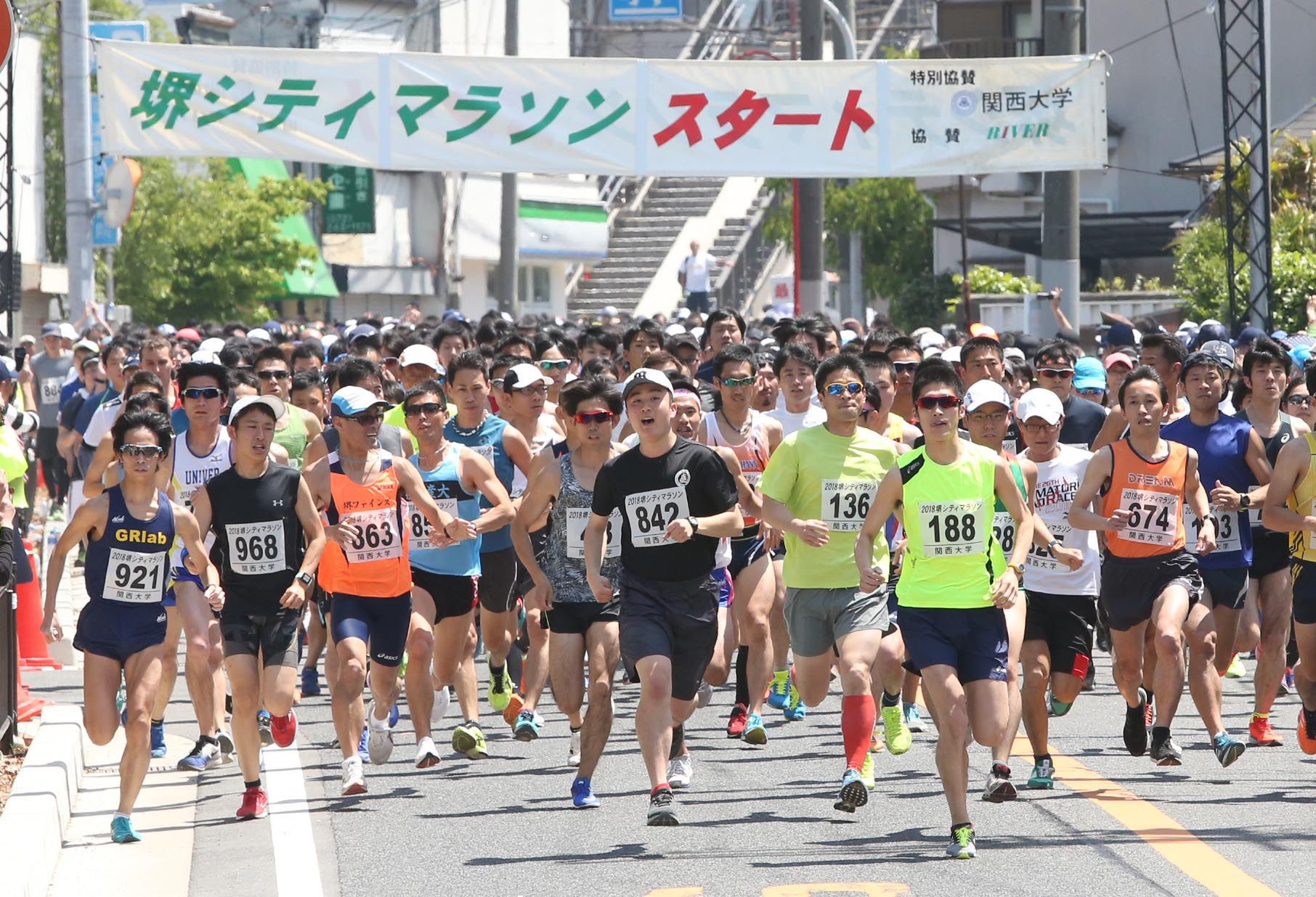 9d313eb82bed6 をテーマに開催する堺シティマラソンは、世界文化遺産の登録を目指す、大阪府堺市の仁徳天皇陵の外周と、緑豊かな大仙公園を走ります。 昭和55年の第1 回大会以…